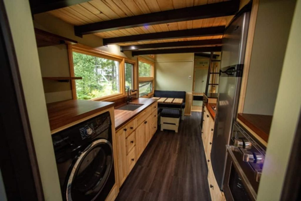 Amazing 25 Foot Tiny House On Wheels With Screened In